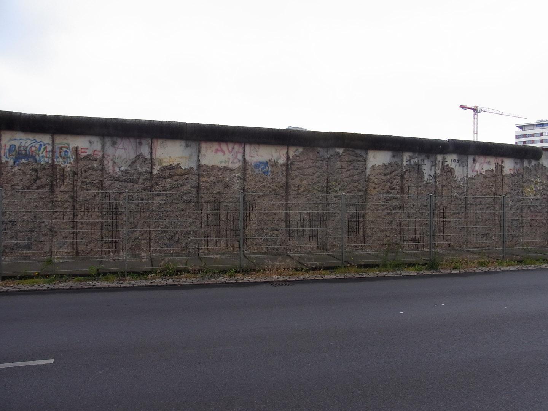 Random Berlin Wall